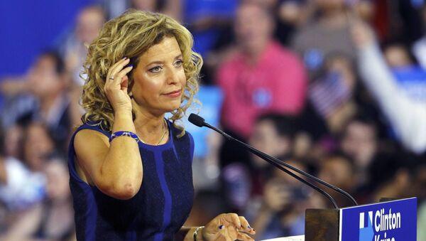 Debbie Wasserman Schultz, presidenta del Comité Nacional Demócrata - Sputnik Mundo