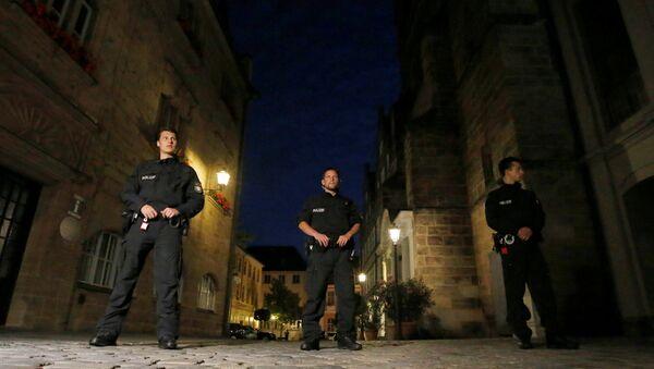 Los policías alemanes en el lugar de la explosión en Ansbach - Sputnik Mundo
