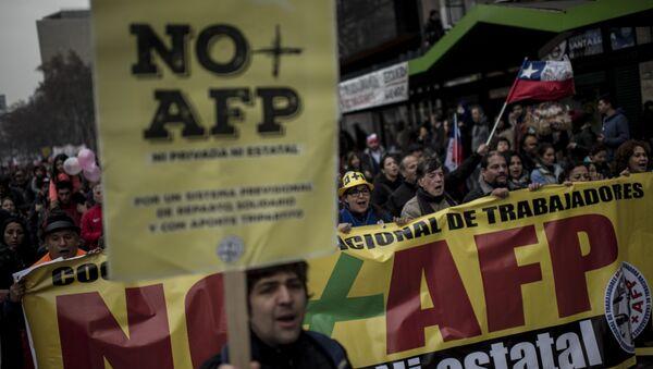 Una protesta en Chile contra las Administradoras de Fondos de Pensiones - Sputnik Mundo