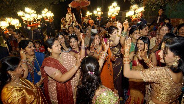 Celebración de una boda en la India - Sputnik Mundo