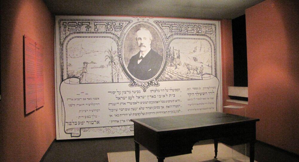 La mesa del canciller del Reino Unido, Arthur James Balfour (1916-1919), en Beit Hatfutsot, Tel Aviv