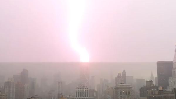 Un mal presagio: el Empire State es alcanzado por un rayo - Sputnik Mundo