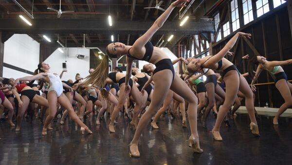 Moulin Rouge, en búsqueda de talentos - Sputnik Mundo
