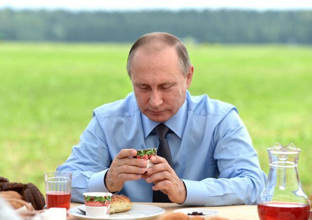 Vladímir Putin en su visita a Tver