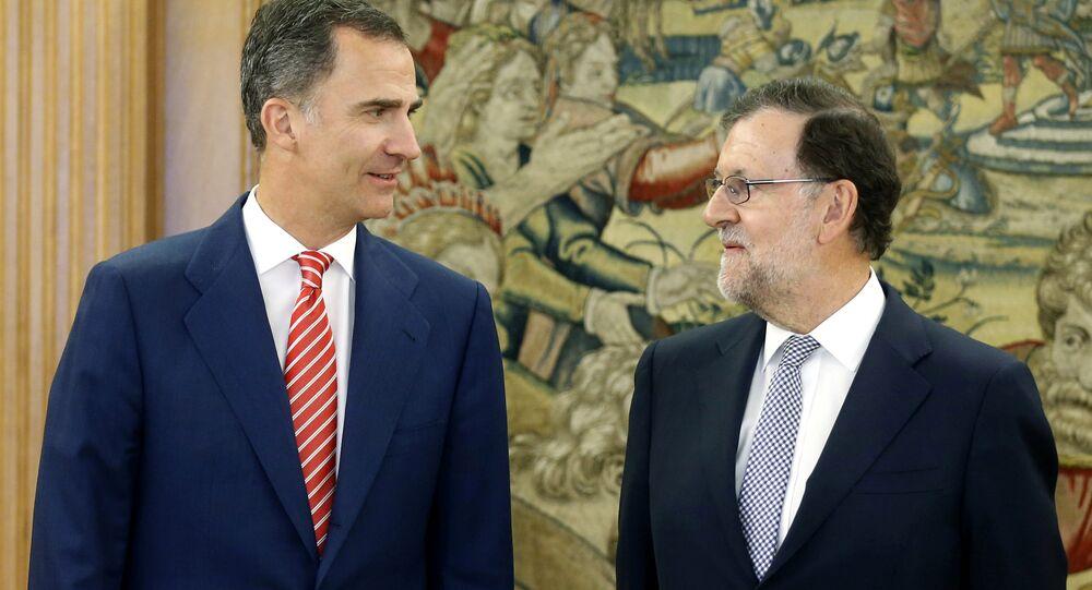 El Rey Felipe VI y el presidente del Gobierno español, Mariano Rajoy (archivo)