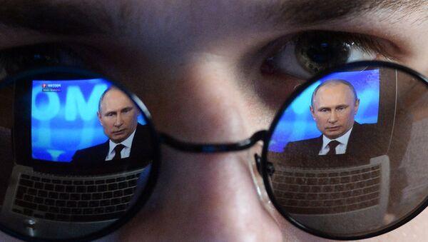 El reflejo de Vladímir Putin, presidente de Rusia - Sputnik Mundo