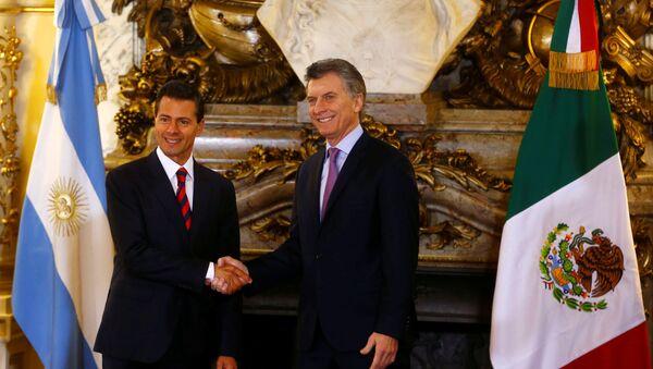 El presidente de Argentina, Mauricio Macri, recibe al presidente de México, Enrique Peña Nieto, en la Casa Rosada - Sputnik Mundo