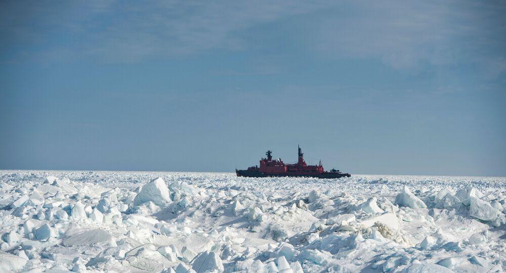 Un rompehielos ruso en el Ártico