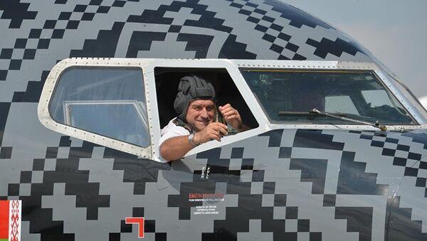 Naranja y negro: así luce el avión de World of Tanks - Sputnik Mundo