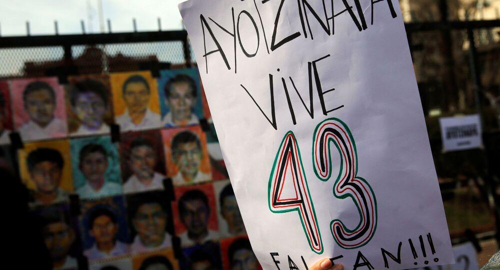 Manifestación dedicada a los desaparecidos en Ayotzinapa