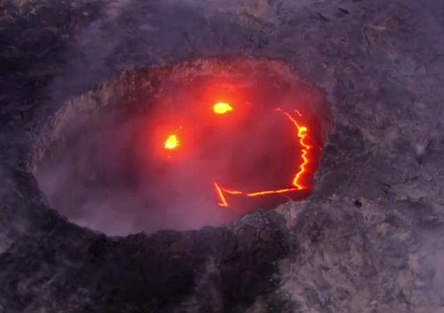 Una sonrisa infernal: la lava del volcán Kilauea toma forma de 'smiley'