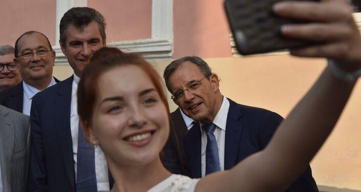 La delegación francesa pasea por la ciudad de Simferópol