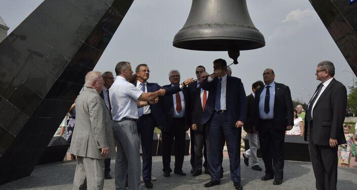 La delegación francesa visita el complejo memorial Krasniy, Simferópol