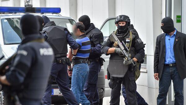 Los policías austriacos detienen a un sospechoso yihadista - Sputnik Mundo