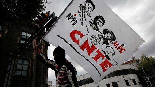 Protesta de la Coordinadora Nacional de Trabajadores de la Educación (CNTE) contra la reforma educativa en México - Sputnik Mundo