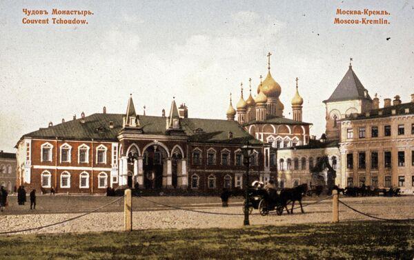 Monasterio Chudov en el territorio del Kremlin de Moscú - Sputnik Mundo