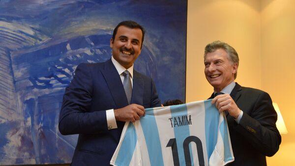 Tamim bin Hamad Al Thani (izda.) y el presidente de Argentina, Mauricio Macri - Sputnik Mundo
