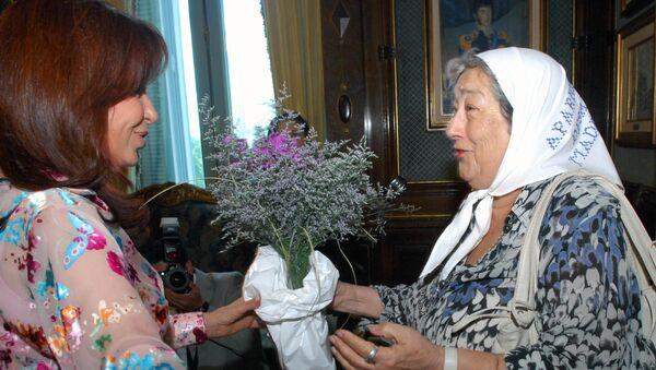 Hebe de Bonafini en una reunión con la presidenta argentina Cristina Fernández de Kirchner - Sputnik Mundo