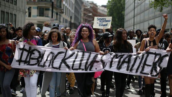 El colectivo Black Lives Matter monta protestas en Inglaterra - Sputnik Mundo