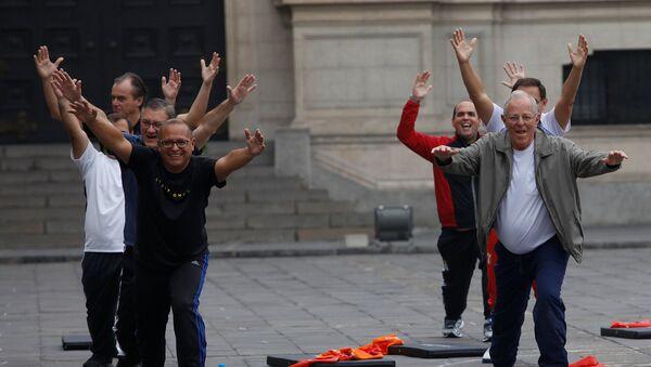 Una sesión de gimnasia en el Palacio de Gobierno - Sputnik Mundo