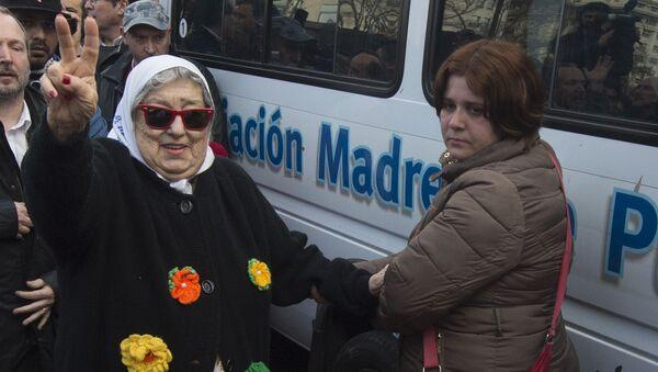 Hebe de Bonafini (izda.), presidenta de la organización argentina Madres de Plaza de Mayo - Sputnik Mundo