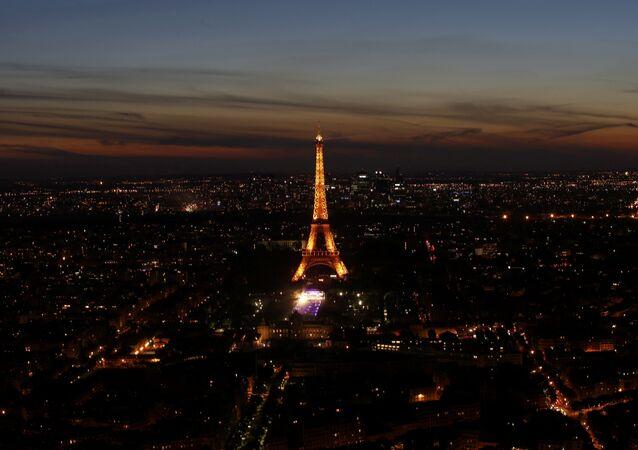 La Torre Eiffel en París (archivo)