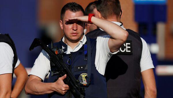 La policía belga en el sitio del ataque en Charleroi - Sputnik Mundo