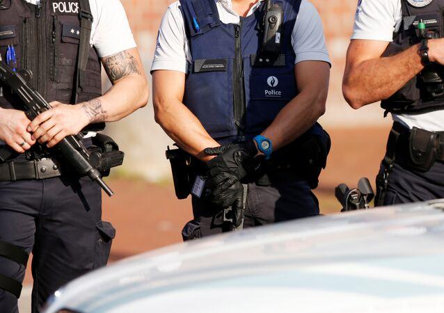 Los policías belgas en Charleroi