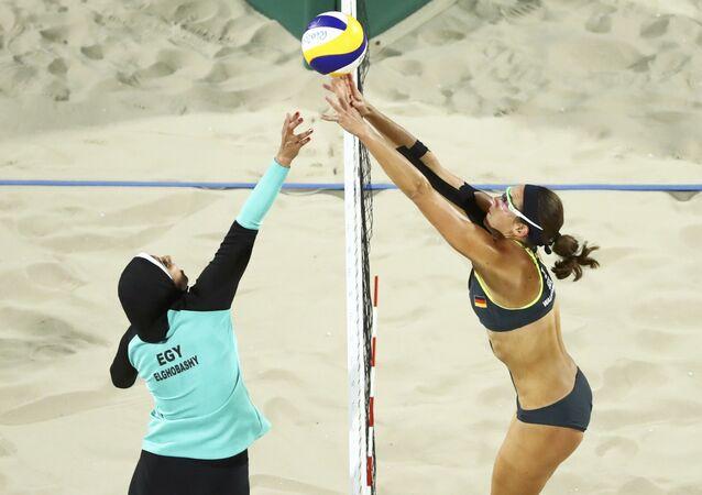 El partido de voley playa femenino entre Egipto y Alemania, durante los JJOO de Río 2016