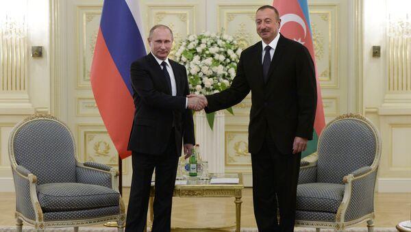 Presidente ruso, Vladímir Putin, y presidente azerbaiyano, Ilham Aliyev - Sputnik Mundo