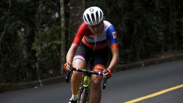 La ciclista holandesa Annemiek van Vleuten, durante los JJOO 2016 - Sputnik Mundo