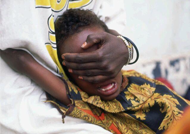 Huda Mohammed Ali de 6 años grita de dolor mientras es sometida a la circuncisión en Hargeisa, Somalia, 17 de junio de 1996