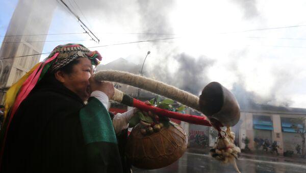 Una mujer mapuche durante protestas en Chile (archivo) - Sputnik Mundo