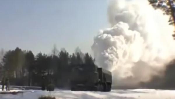 Los militares rusos ocultarán una ciudad bajo un 'manto de humo' - Sputnik Mundo