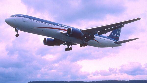 Un avión de la empresa chilena LAN - Sputnik Mundo