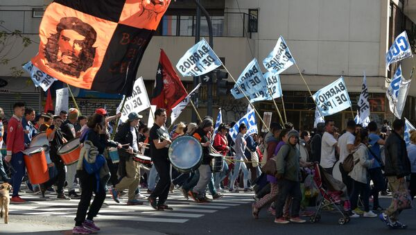 A union syndicalist demonstrates against the economic politics in Buenos Aires, Argentina - Sputnik Mundo