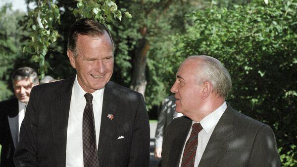 Буш и Горбачев - Sputnik Mundo