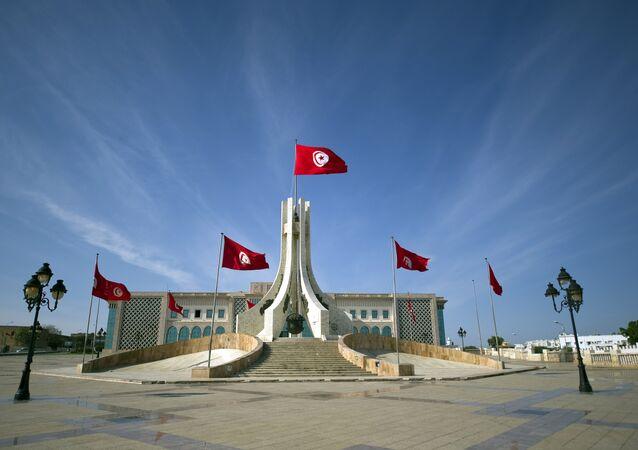 Banderas tunecinos en el ayuntamiento de Túnez