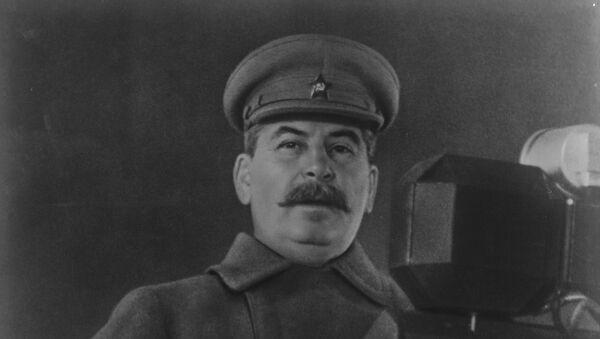 Iósif Stalin hablando a los soldados en el desfile militar soviético, noviembre de 1941 - Sputnik Mundo