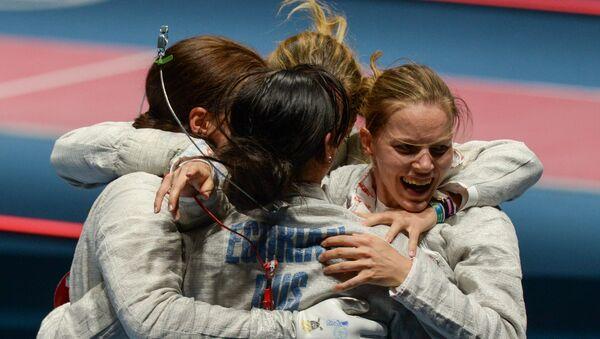 Selección rusa de esgrima al ganar la medalla de oro - Sputnik Mundo