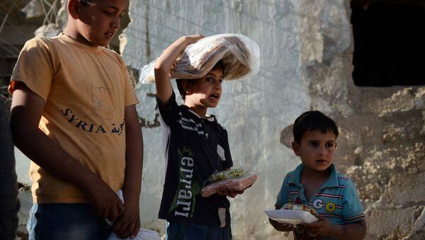 Familias de Latakia y Tartus reciben 1.500 kg de ayuda humanitaria - Sputnik Mundo