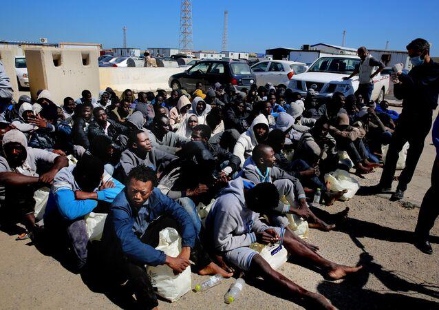 Migrantes provenientes de África en Trípoli, Libia.