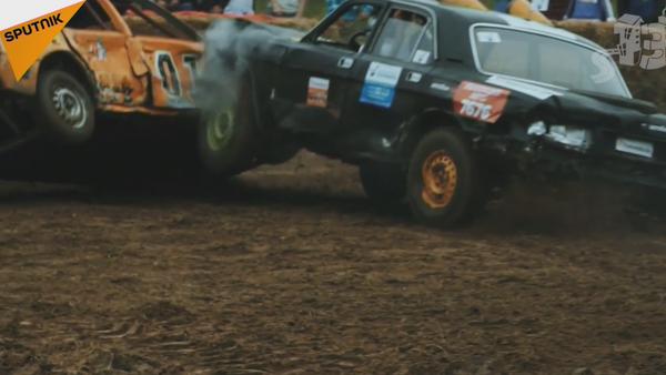 Lodo y metal: la batalla 'a muerte' de los automóviles en Bielorrusia - Sputnik Mundo