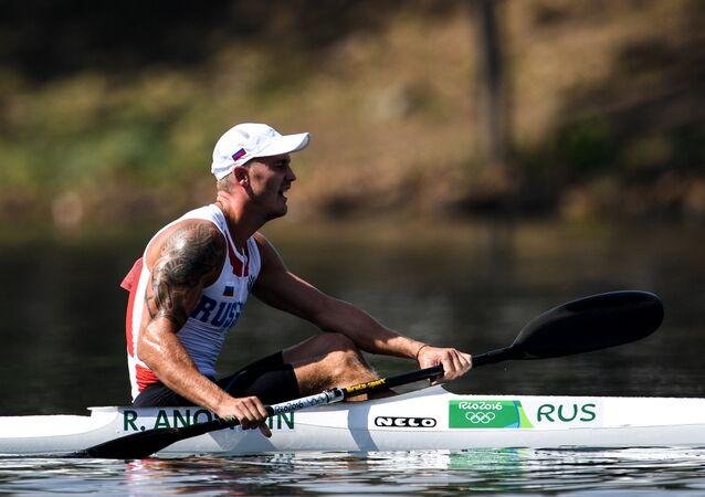 El ruso Roman Anoshkin gana el bronce en kayak individual