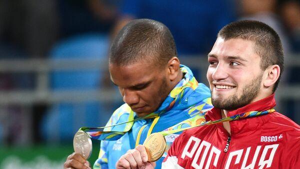 Zhan Beleniuk y Davit Chakvetadze - Sputnik Mundo