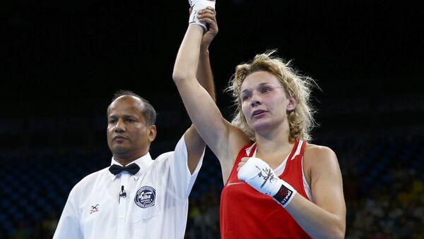 La boxeadora rusa Belyakova gana el bronce en peso ligero en Río - Sputnik Mundo