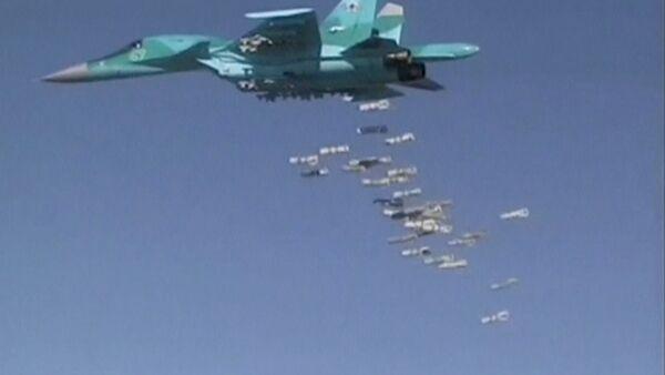 Bombarderos rusos Su-34 atacan instalaciones de Daesh en Siria - Sputnik Mundo