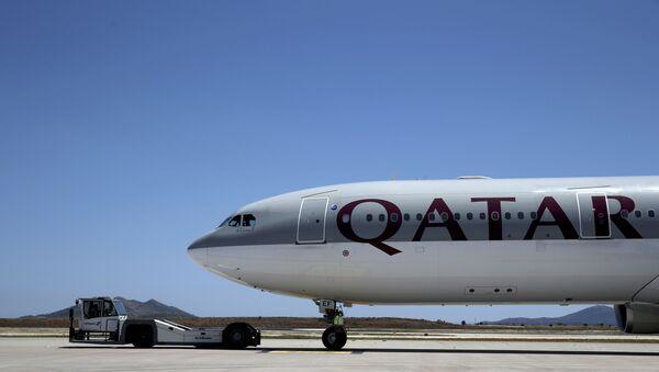 Un avión de la compañía Qatar Airways - Sputnik Mundo