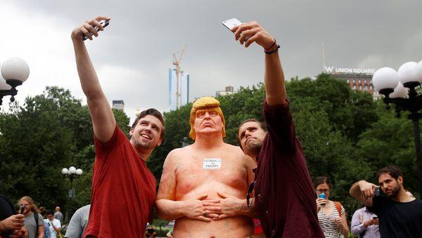 Estatua de Trump en Nueva York - Sputnik Mundo