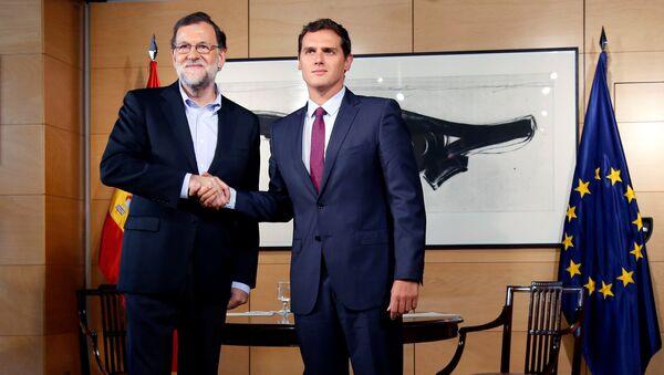 Presidente del Gobierno en funciones y candidato oficial a la investidura, Mariano Rajoy y presidente de Ciudadanos, Albert Rivera - Sputnik Mundo